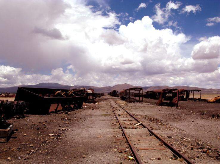 06_stinkfish_uyuni_bolivia_train_cementery